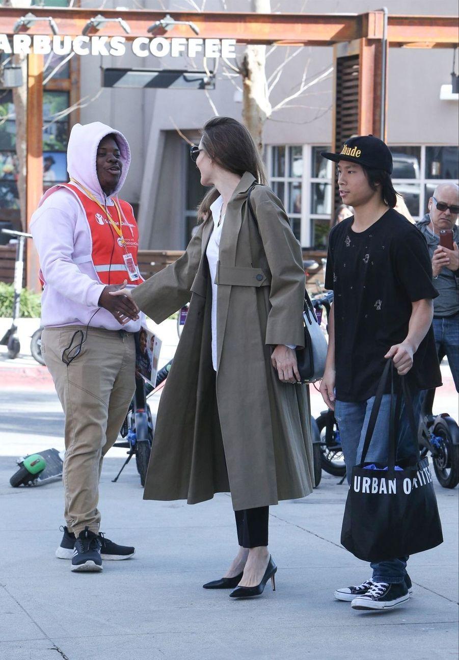 Angelina Jolie et son fils Pax à Los Angeles le 16 février 2019