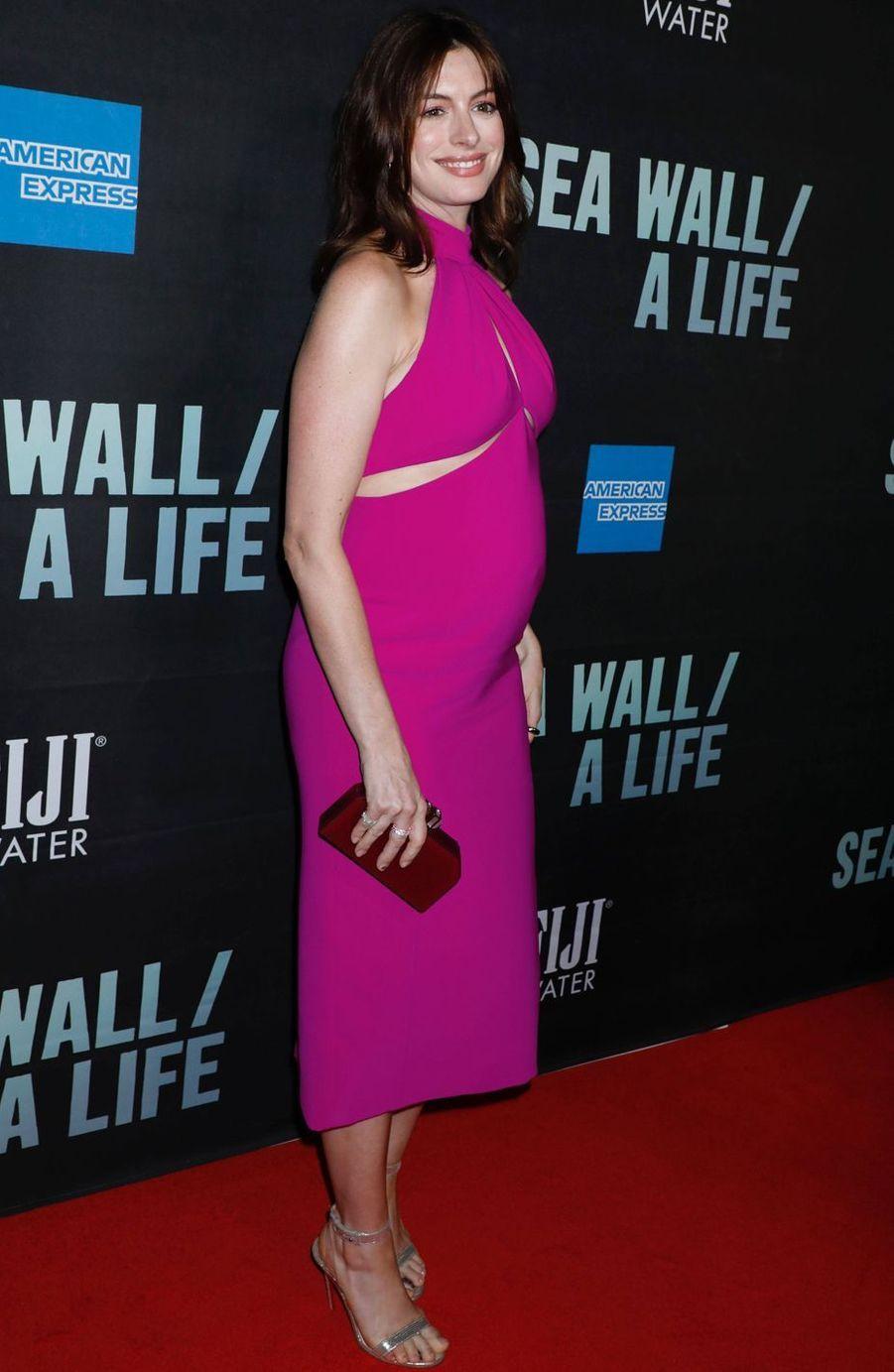 Anne Hathaway à la première de la pièce Broadway «Sea Wall / A Life» à New York le 8 août 2019