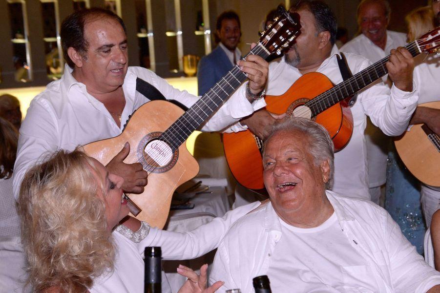 Massimo Gargia et l'orchestre Los Latinos.