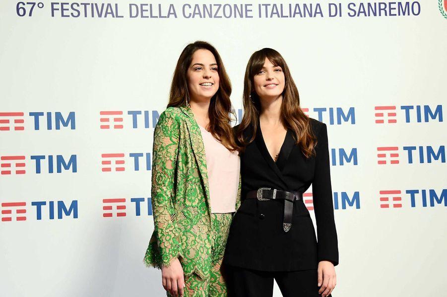 Anouchka Delon etAnnabelle Belmondo sur le tapis rouge auFestival de musique de San Remo en Italie