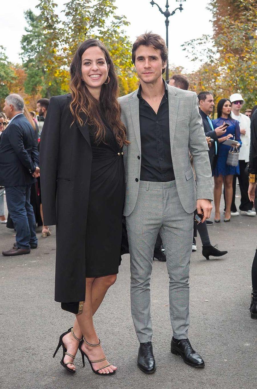 Anouchka Delon et Julien Dereims au défilé Elie Saab à Paris, le 28 septembre 2019.