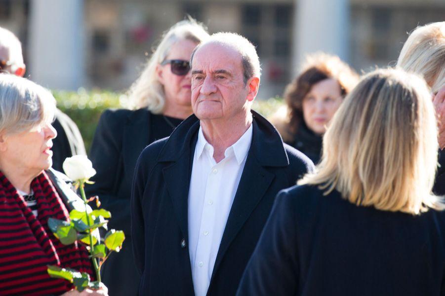 Pierre Lescure aux obsèques de Philippe Gildas au Père Lachaise, à Paris, lundi 5 novembre
