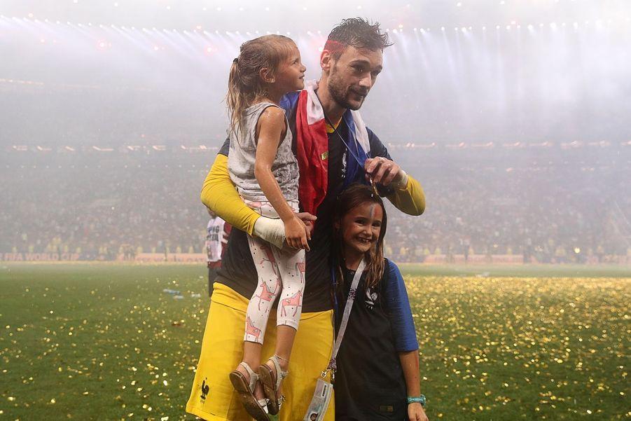 Hugo Lloris avec ses filles Anna-Rose et Giuliana
