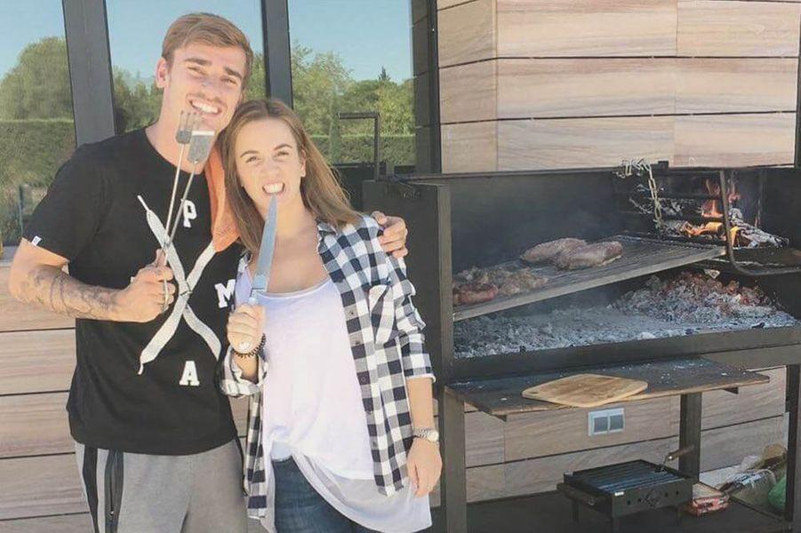 Antoine Griezmann et Erika Choperena lors de leur premier barbecue en Espagne.