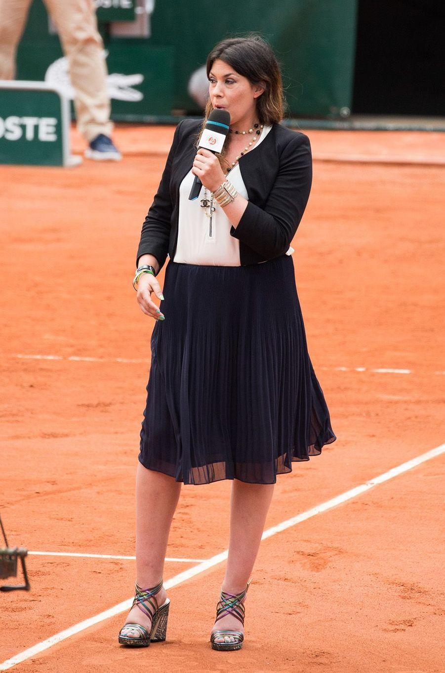 Marion Bartoli sur les courts de Roland Garros en tant que consultante, le 2 juin 2017.