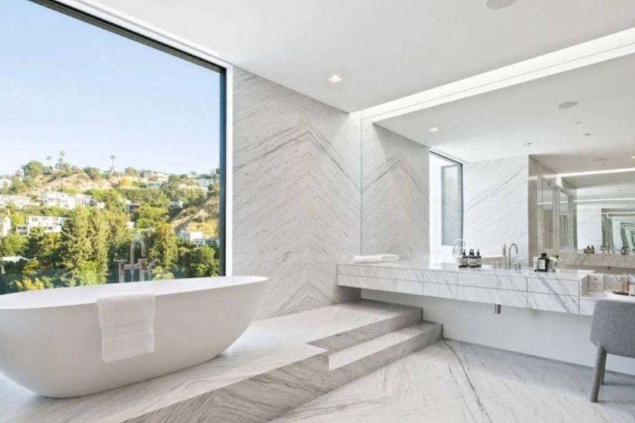 Ariana Grande a dépensé 13,7 millions de dollars pour s'acheter sa toute première maison à Los Angeles