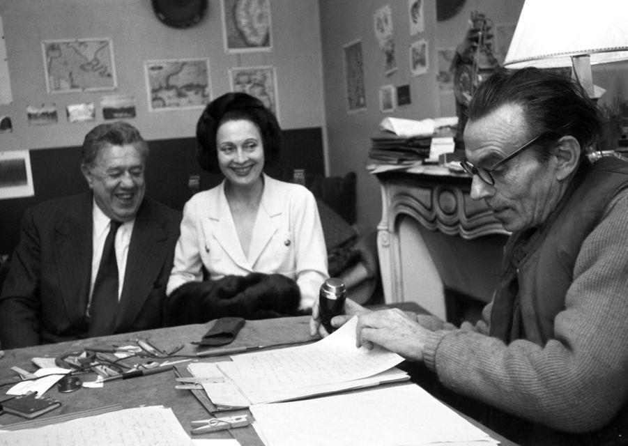 Meudon, 1958 : l'acteur Michel Simon et Arletty chez l'écrivain Louis-Ferdinand Céline, à qui Arletty a conservé une indéfectible amitié.