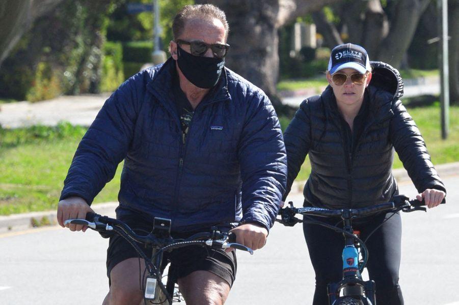Arnold Schwarzenegger et Heather Milliganà Los Angeles le 19 avril 2020.