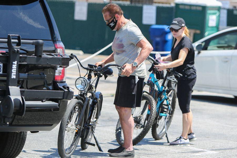 Arnold Schwarzenegger et Heather Milliganà Los Angeles le 27 avril 2020.