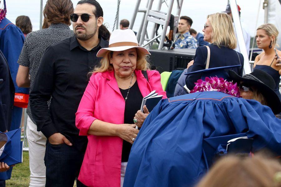 Mildred Baenaà la remise de diplôme de son fils Joseph à Malibu le 27 avril 2019