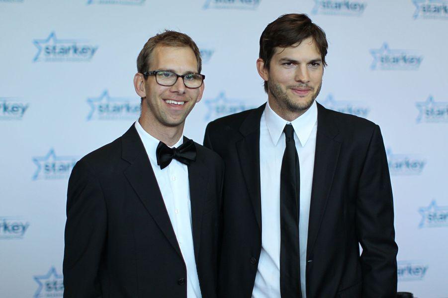 Ashton Kutcher et son frère jumeau Michael