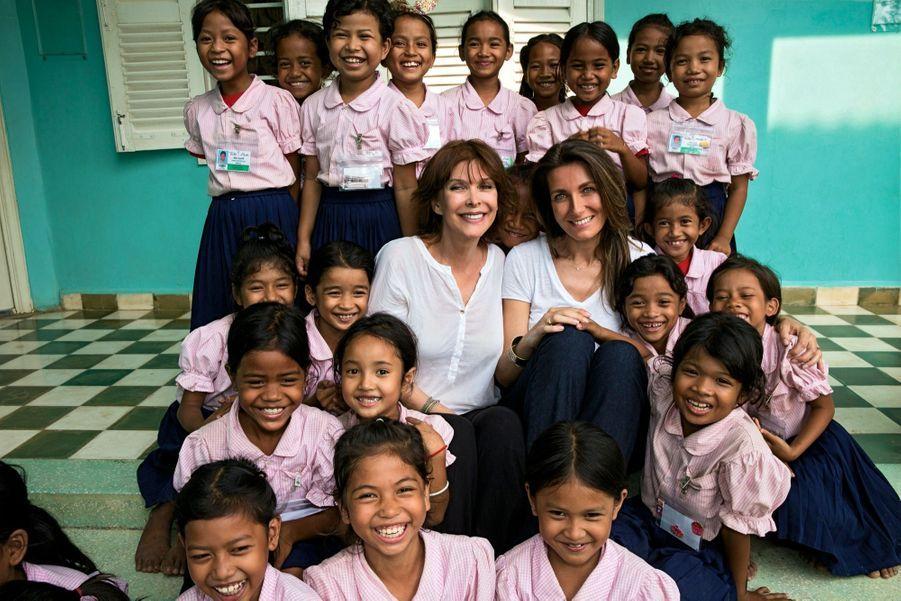 Avec Tina Kieffer, la fondatrice de Toutes à l'école. Sa plus grande fierté : 80 % des membres de l'association sont des Cambodgiens.