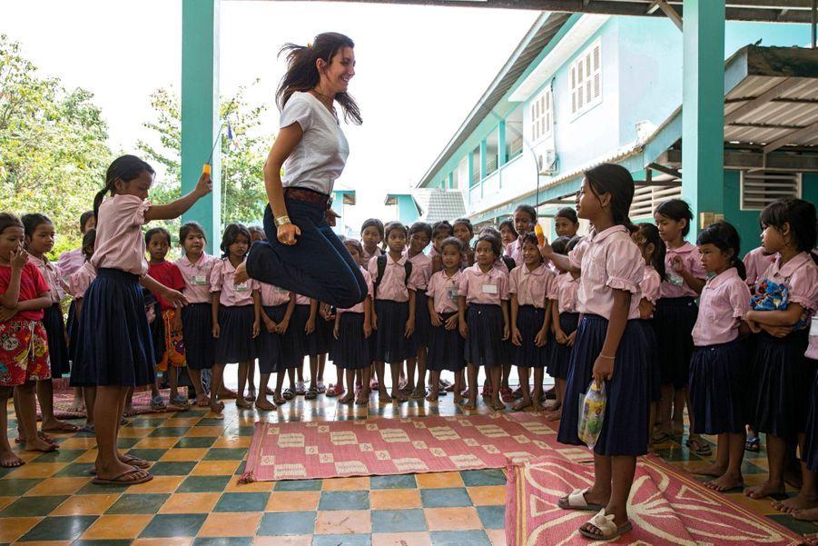 Comme ses « élèves », elle saute à la corde.