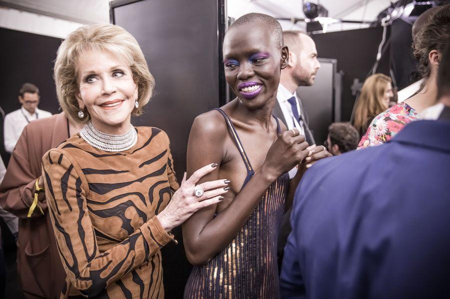 Jane Fonda et Grace Bol lors du défilé L'Oréal Paris de la Fashion Week 2017.