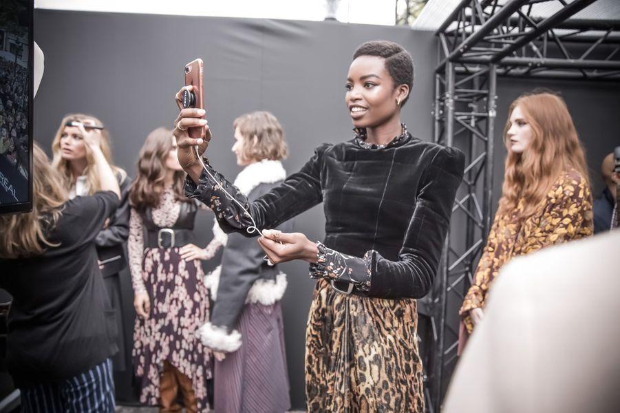 Instant selfie pour Maria Borges, porte-parole de L'Oréal Paris.