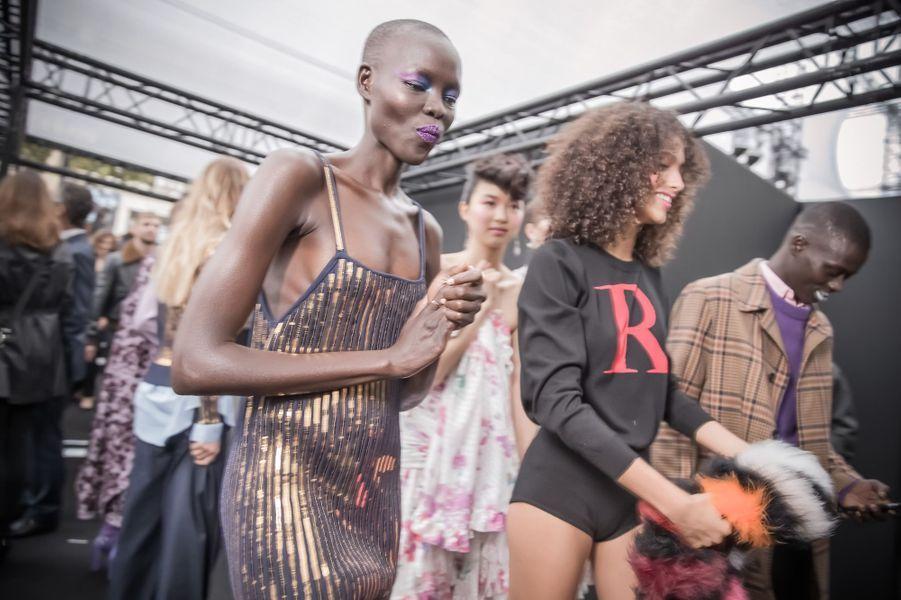 Grace Bol lors du défilé L'Oréal Paris de la Fashion Week.