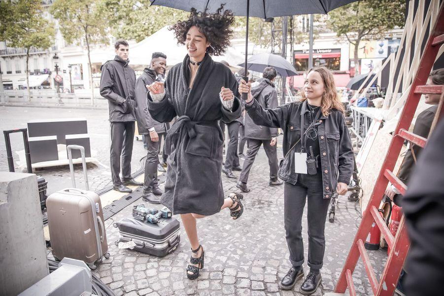 Le défilé L'Oréal Paris sur les Champs-Elysées, côté coulisses.