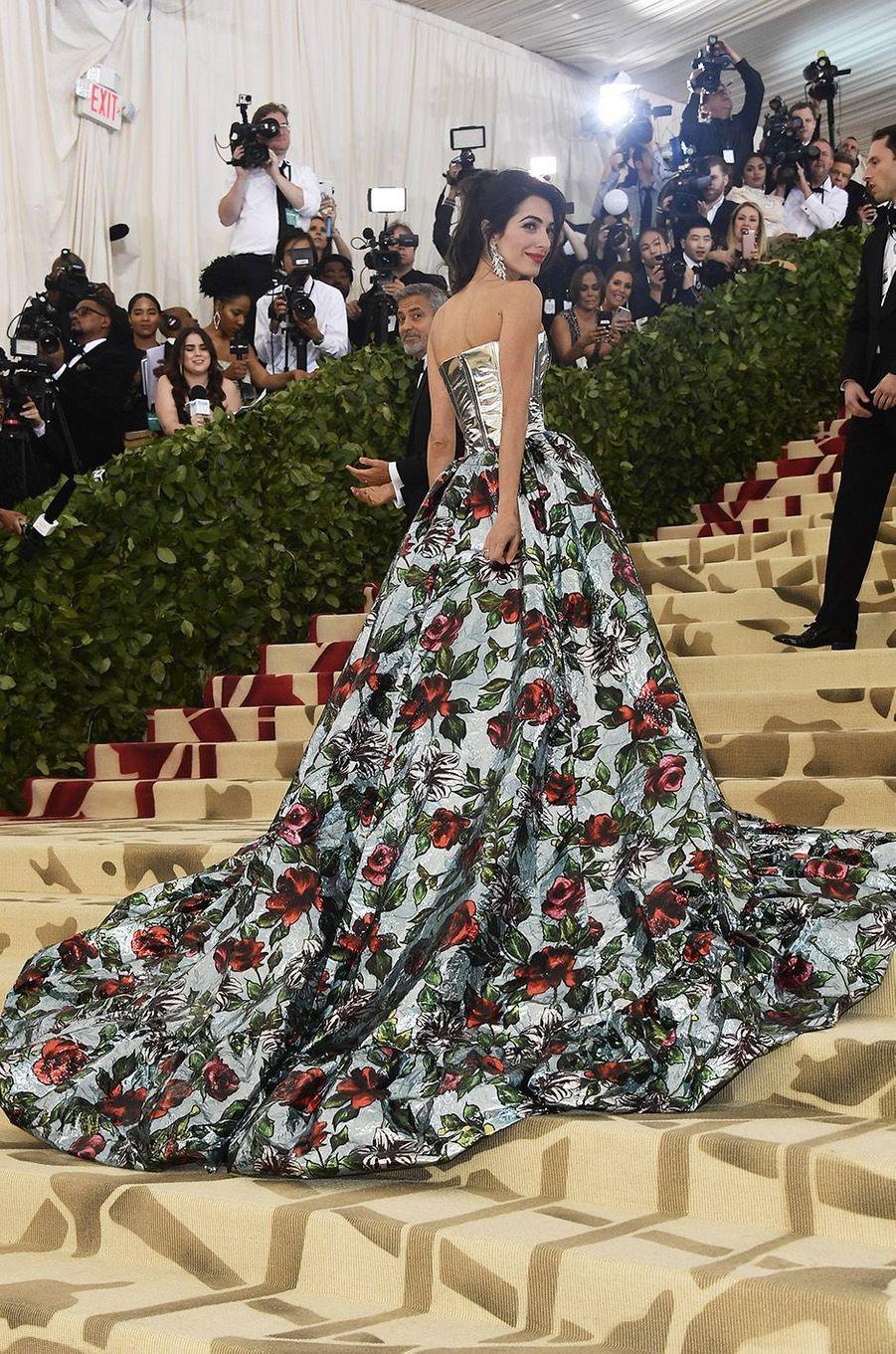 Amal Clooneyau Met Gala 2018, à New York le 7 mai 2018.