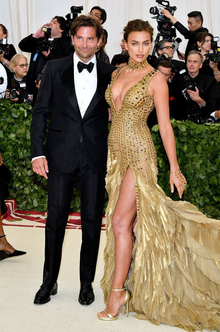 Irina Shayk au bras de Bradley Cooperau Met Gala 2018, à New York le 7 mai 2018.