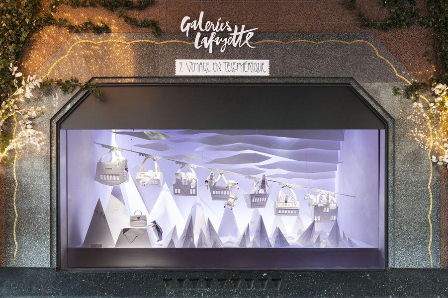Les vitrines deNoël des galeries Lafayette, à Paris