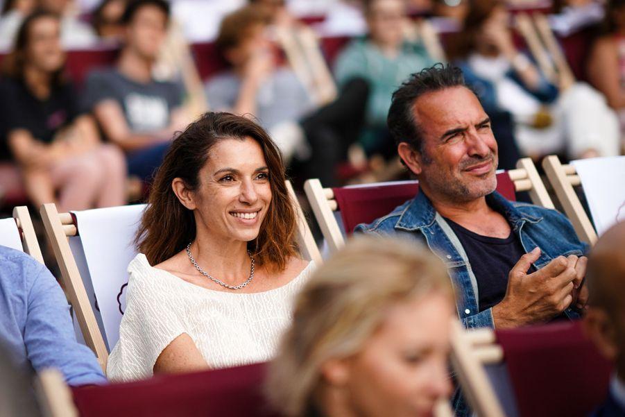 Aure Atika et Jean Dujardinsur les Champs-Elysées à Paris le 7 juillet 2019 pour la nouvelle édition d'«Un Dimanche au Cinéma»