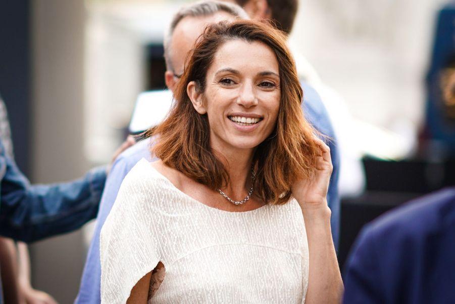 Aure Atikasur les Champs-Elysées à Paris le 7 juillet 2019 pour la nouvelle édition d'«Un Dimanche au Cinéma»
