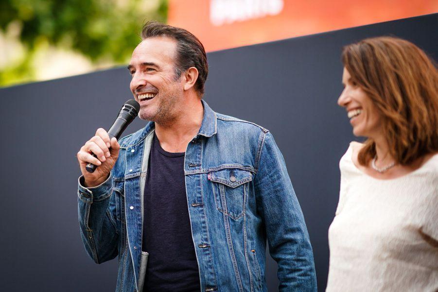 Jean Dujardin et Aure Atika sur les Champs-Elysées à Paris le 7 juillet 2019 pour la nouvelle édition d'«Un Dimanche au Cinéma»