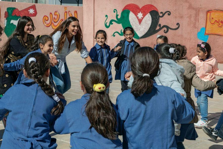 L'heure de la récré à l'école de Dabouq, qui accueille de nombreux enfants exilés. Sur le mur, un cœur aux couleurs du drapeau jordanien. Dans la banlieue d'Amman, le 31 octobre.