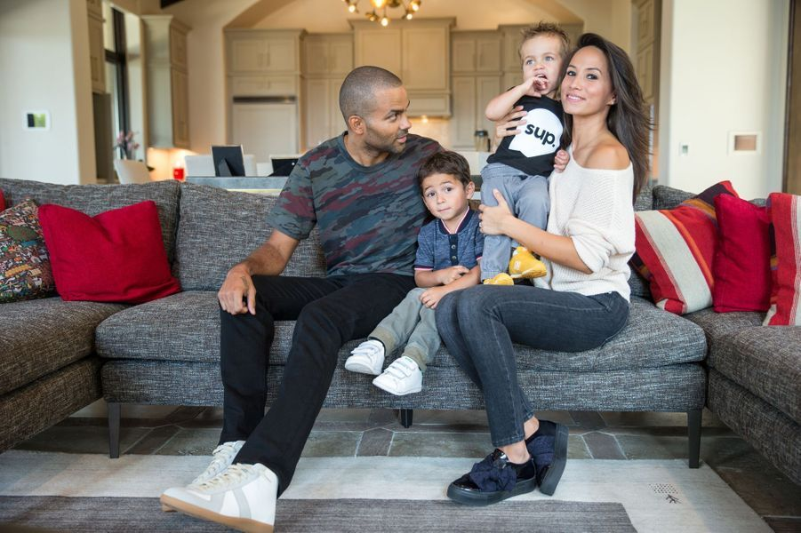 Axelle et Tony Parker avec leurs enfants Josh et Liam chez eux à San Antonio en 2018