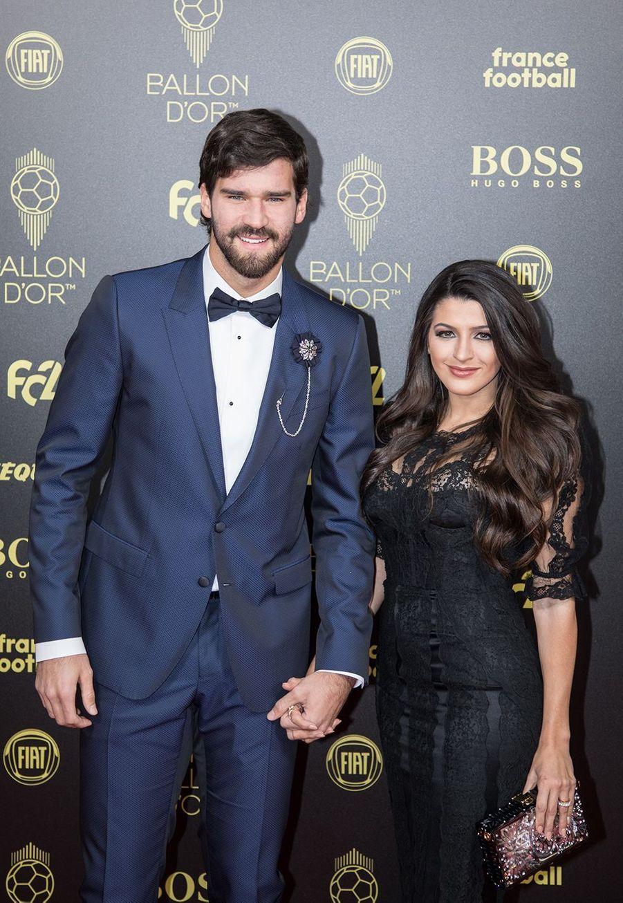 Alisson Becker et sa femme Natalia Loeweà la cérémonie du Ballon d'Or 2019 à Paris le 2 décembre 2019