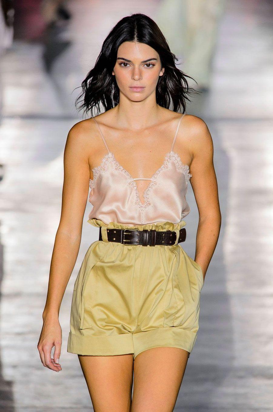 Kendall Jenner défile pour Alberta Ferretti, mercredi 19 septembre 2018 à Milan