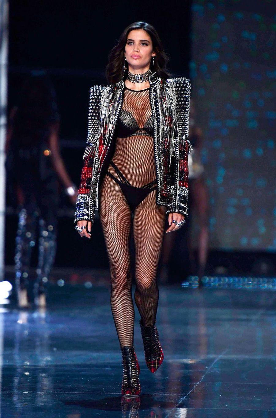 Sara Sampaoi au Victoria's Secret Fashion Show à Shanghai