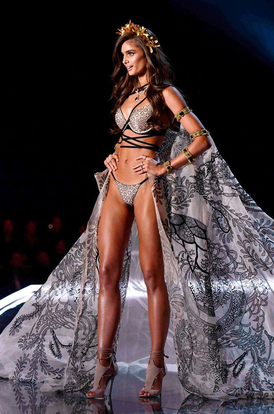 Taylor Hill au Victoria's Secret Fashion Show à Shanghai