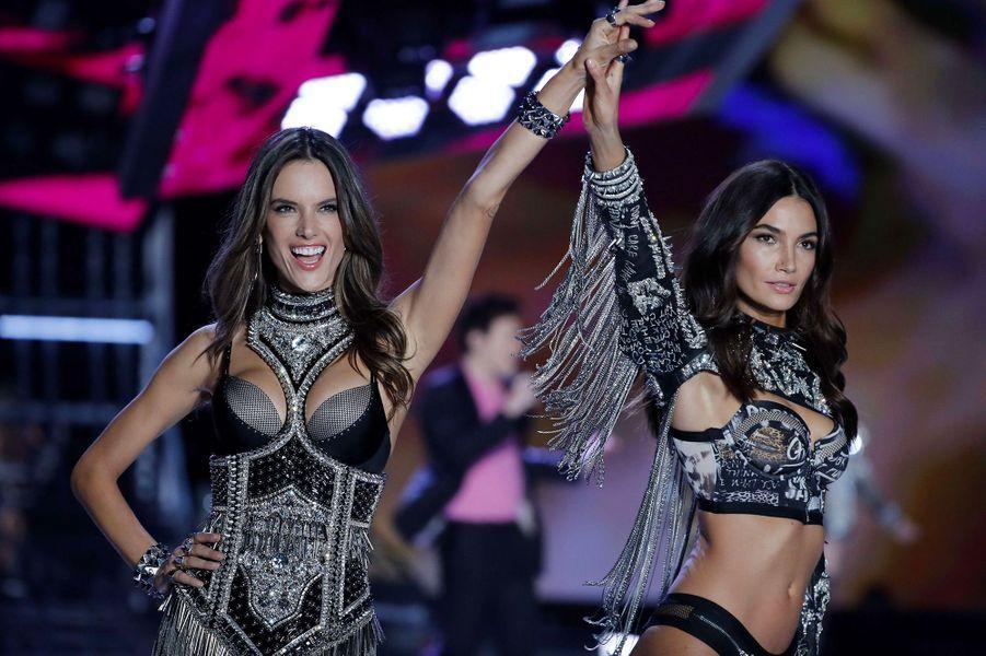 Alessandra Ambrosio et Lily Aldridge au Victoria's Secret Fashion Show à Shanghai