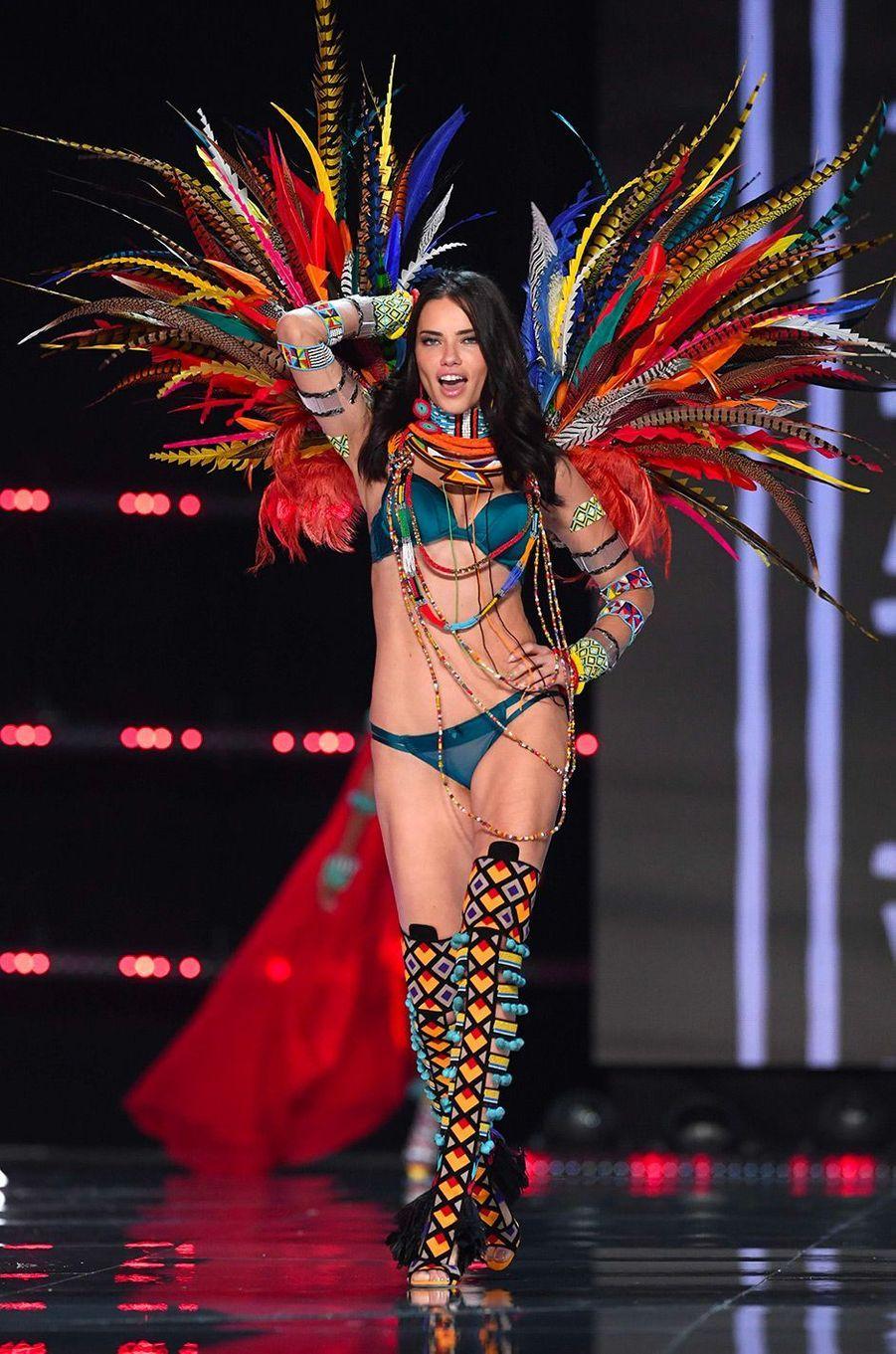 Adrianna Lima au Victoria's Secret Fashion Show à Shanghai