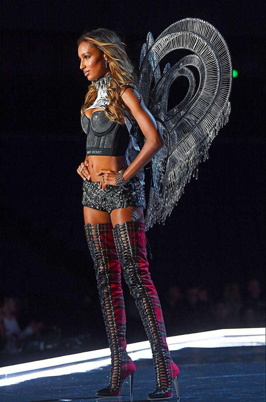 Jasmine Tookes au Victoria's Secret Fashion Show à Shanghai