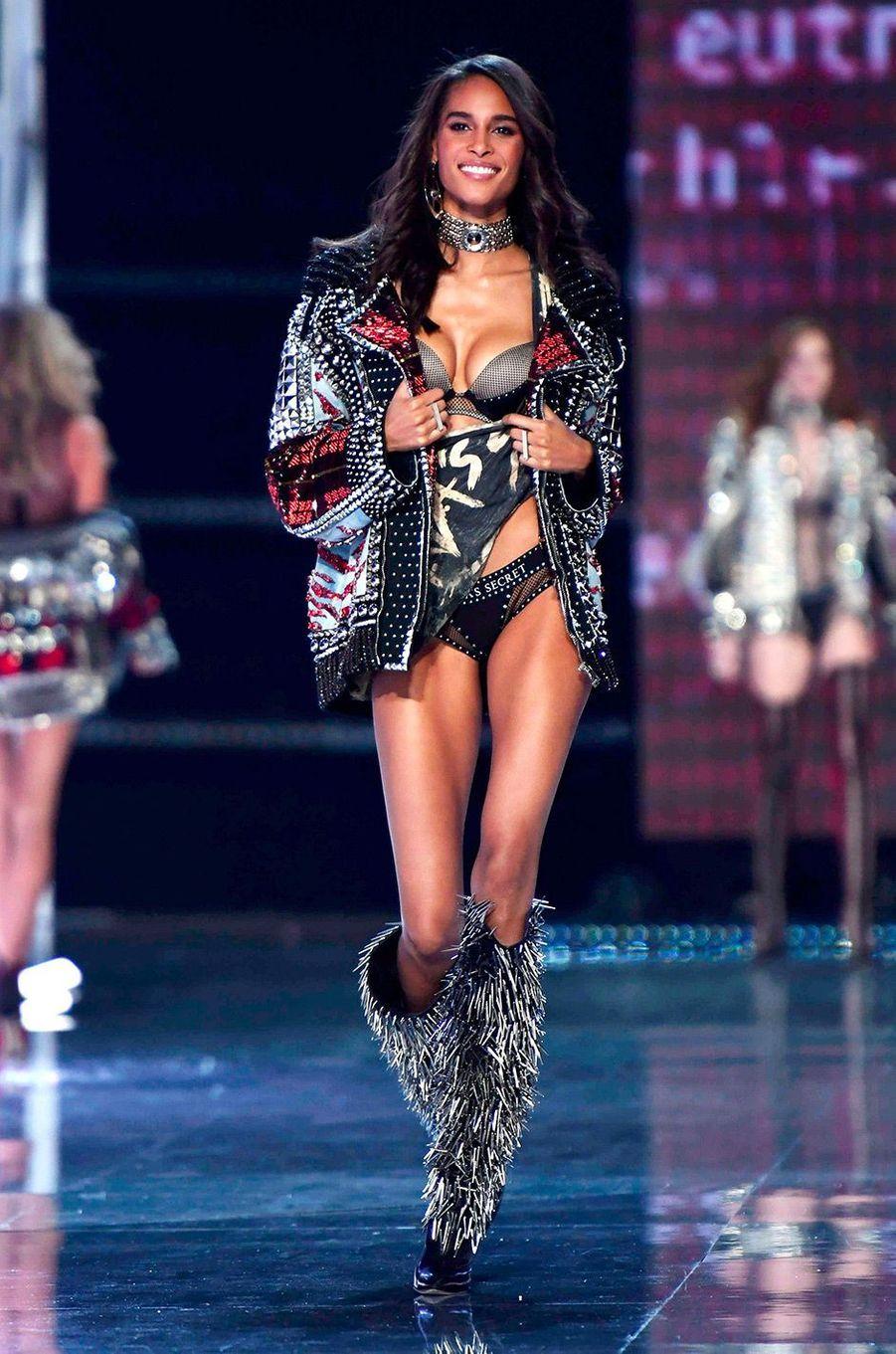 Cindy Bruna au Victoria's Secret Fashion Show à Shanghai