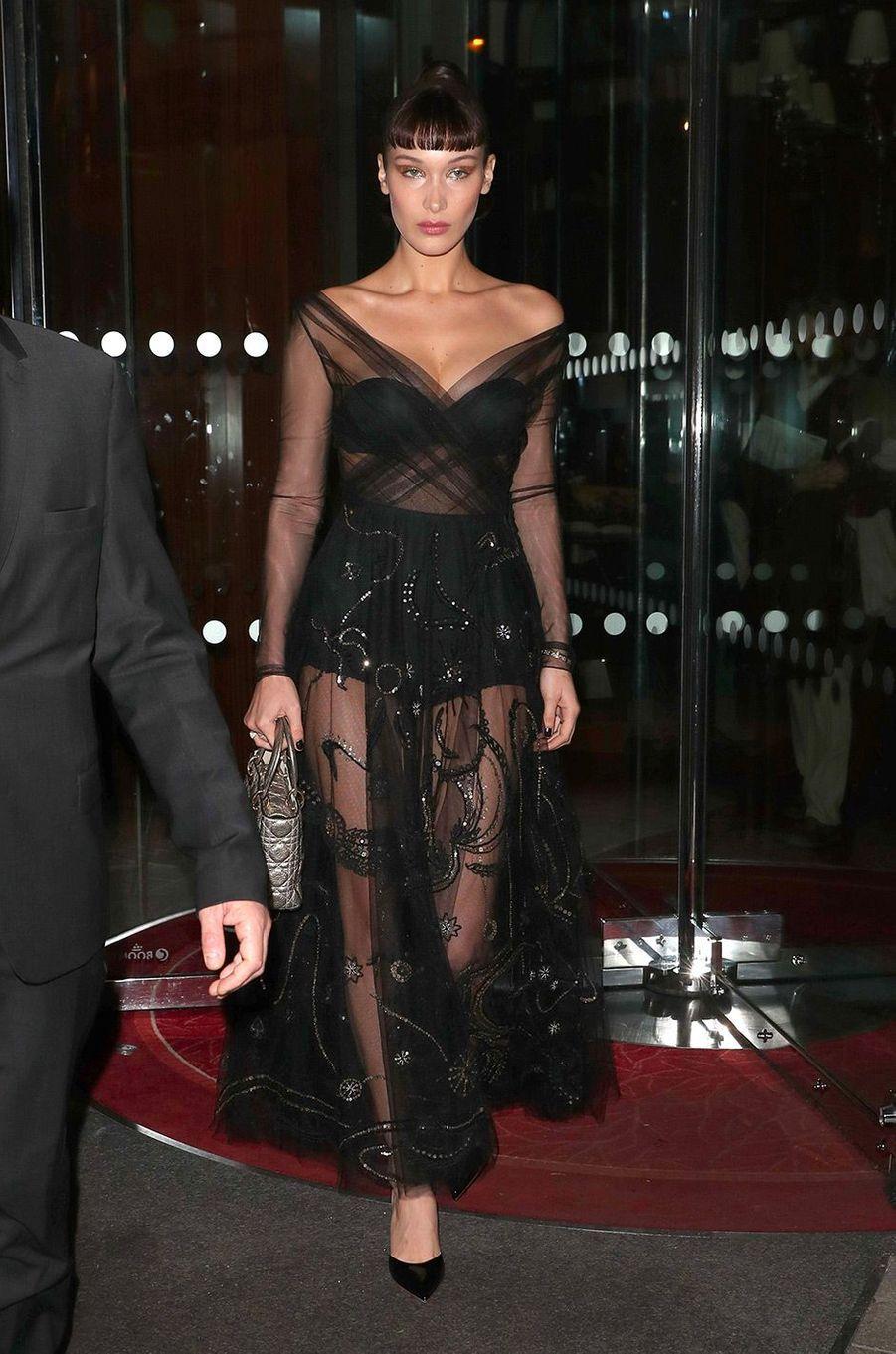 Bella Hadid arrive à la soirée Dior, à Paris le 22 janvier 2018