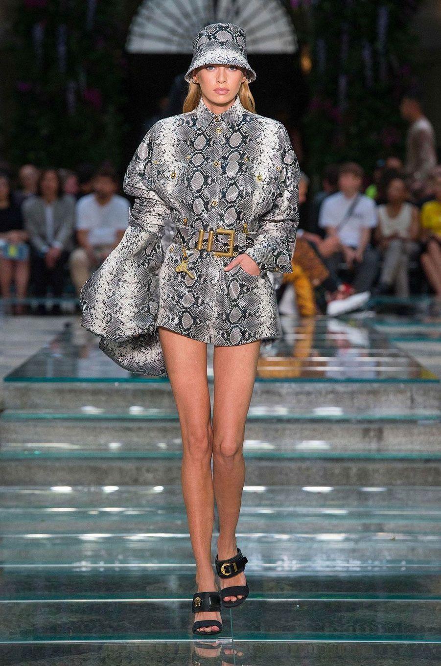 Stella Maxwell au défilé Versace à Milan le 16 juin 2018