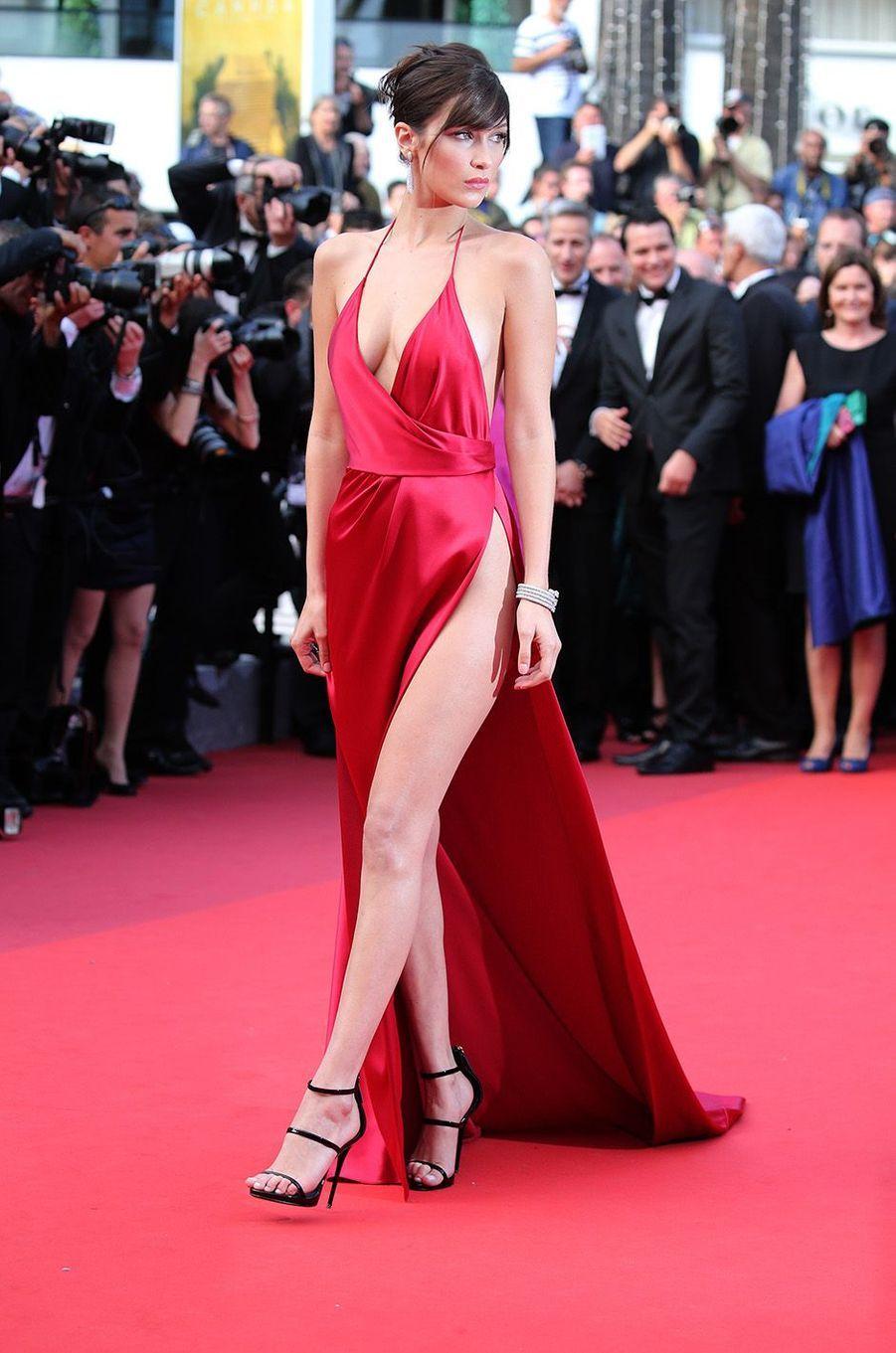 Bella Hadid, la sensation rouge de Cannes, un buzz planétaire, mai 2016.