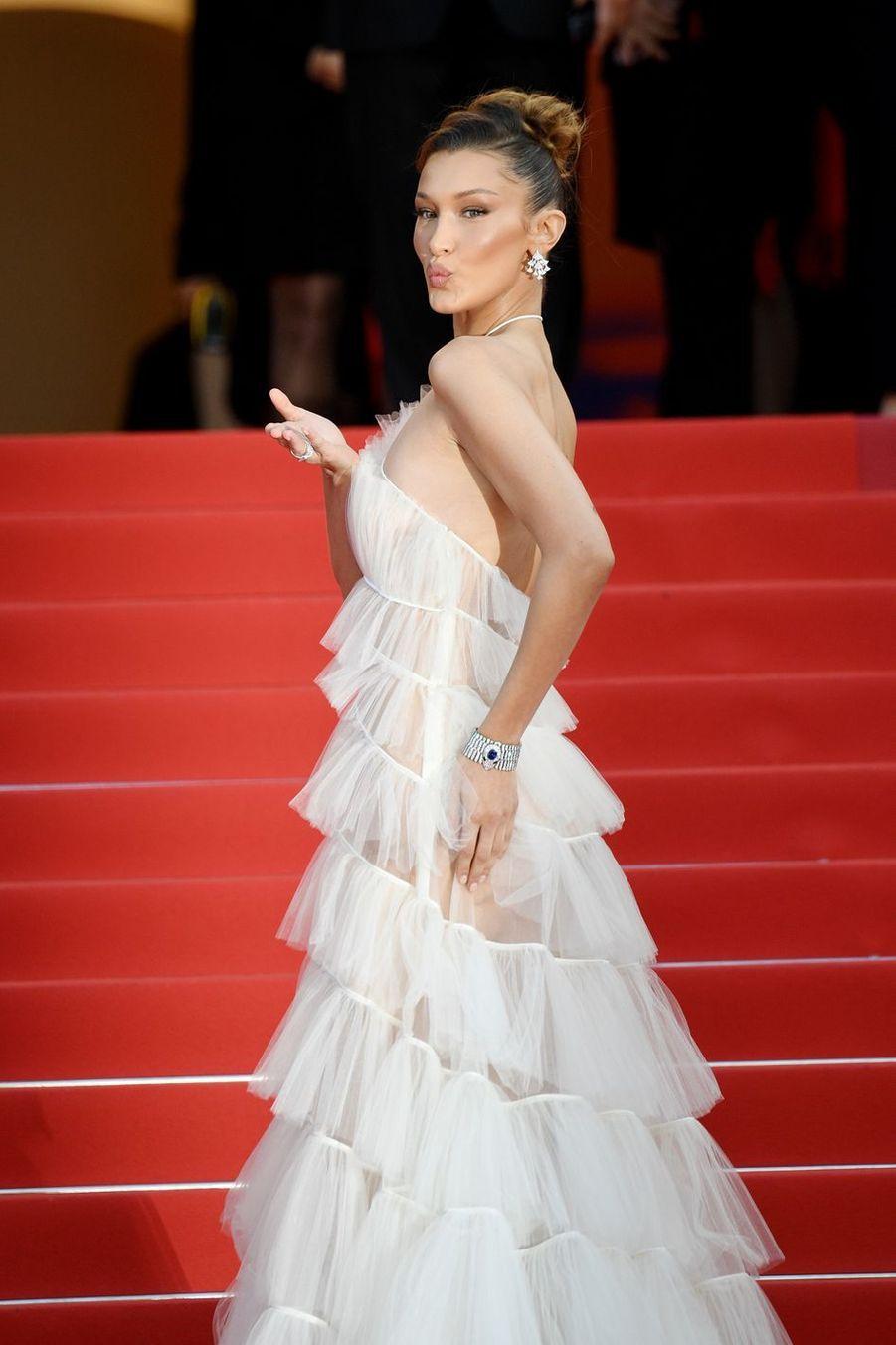 Bella Hadid lors de la montée des marches du film «Rocketman» lors du 72e Festival de Cannes le 16 mai 2019