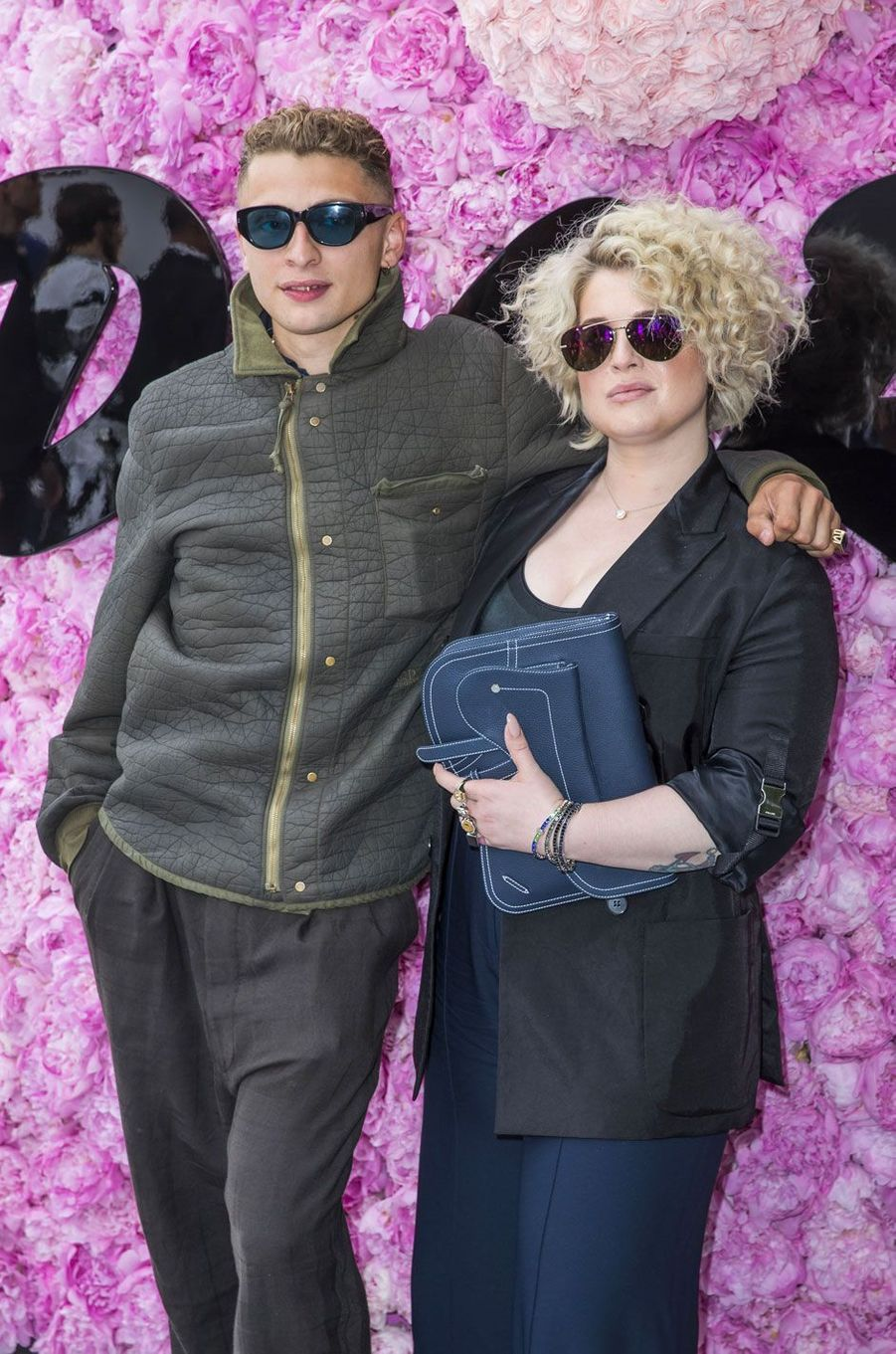 Kelly Osbourne et un ami au défilé Dior Homme, à Paris le 23 juin 2018