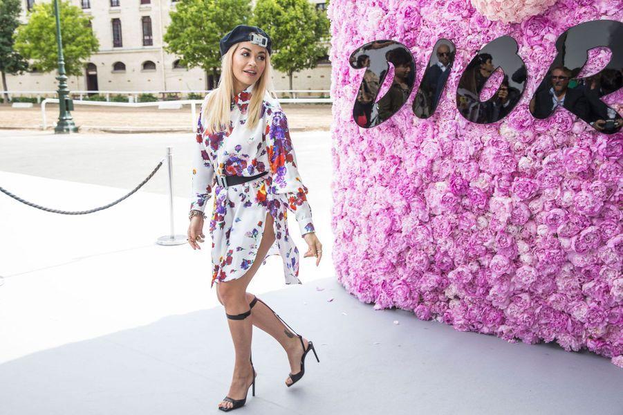 Rita Ora au défilé Dior Homme, à Paris le 23 juin 2018