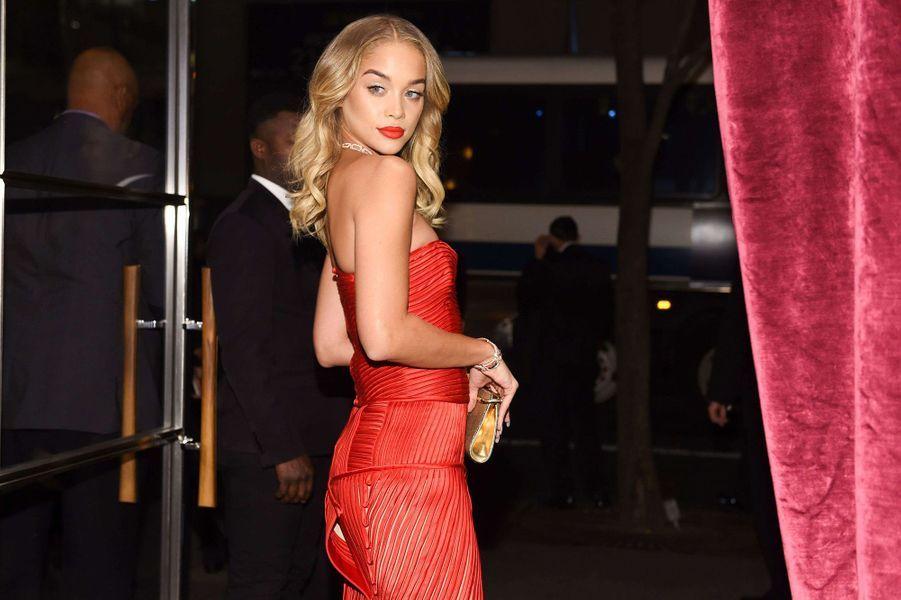 Jasmine Sanders lors de l'inauguration de la nouvelle boutique Bulgari à New York, le 20 octobre 2017.