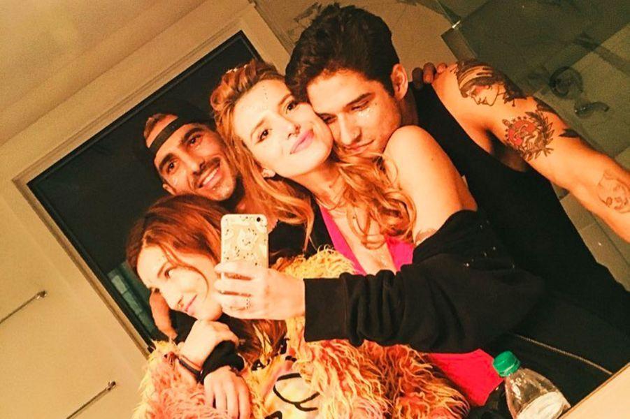 Bella Thorne, Tyler Posey et des amis