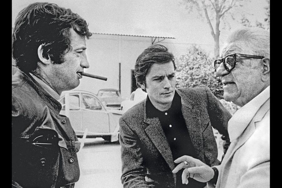 Deux jeunes premiers et un modèle.Jean Gabin et Alain Delon rendent visite à Jean-Paulsur le tournage du «Casse», en 1971.