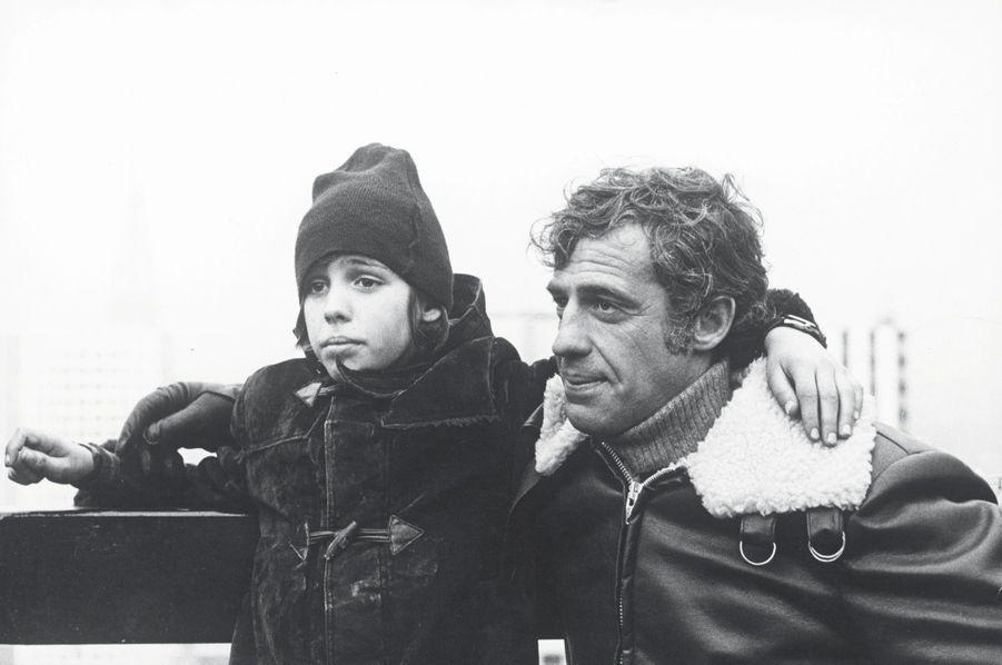 Avec Paul, 12 ans. Sur le tournage de «Peur sur la ville», en 1975.