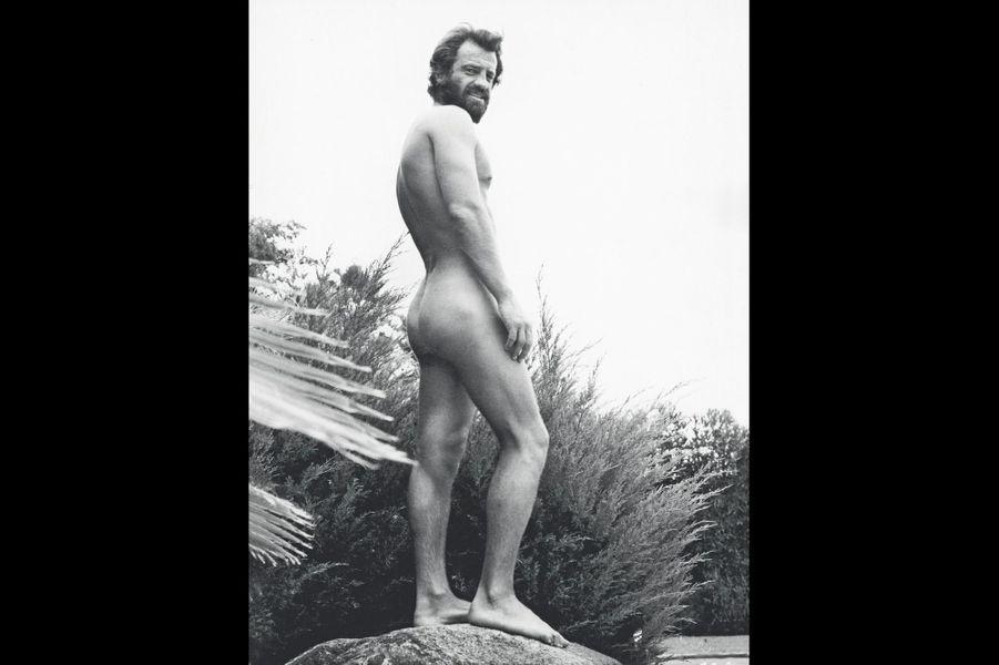 En dieu grec, devant une photographe nommée Ursula Andress. A Los Angeles, en 1969.