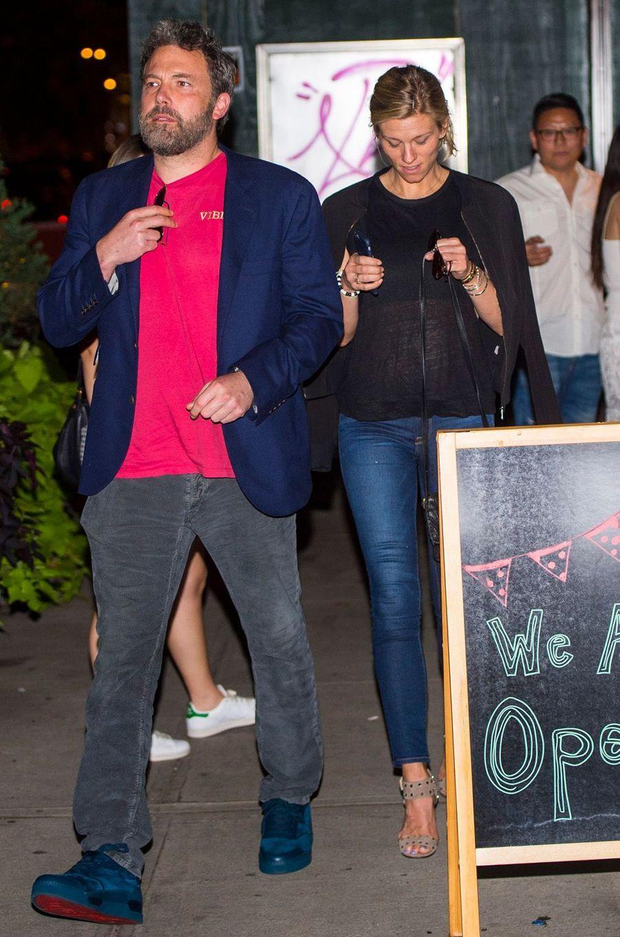 Ben Affleck et sa compagne Lindsay Shookus à New York, le 20 août 2017.