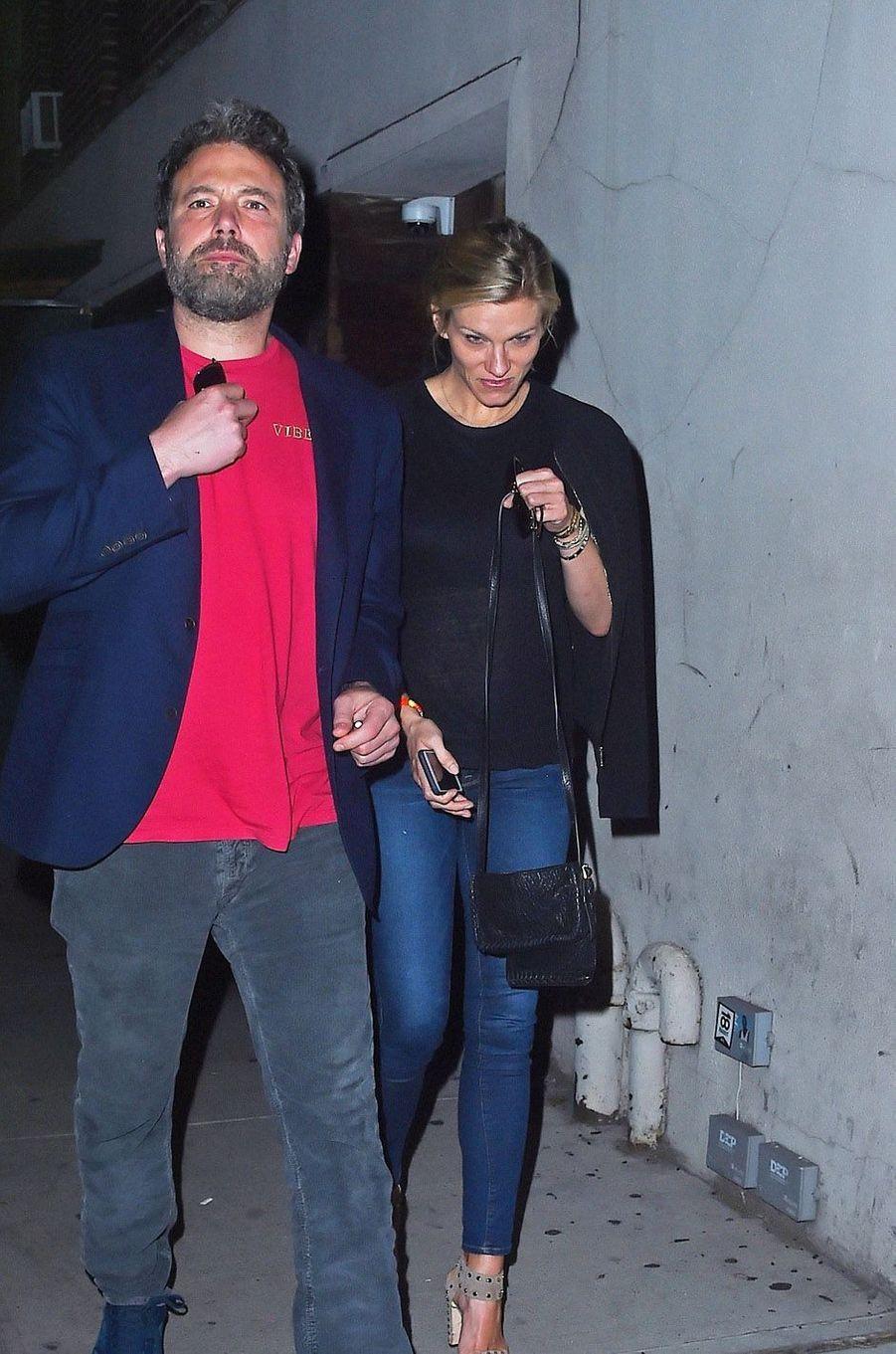 Ben Affleck et Lindsay Shookus à la sortie du restaurant, à New York le 20 août 2017.